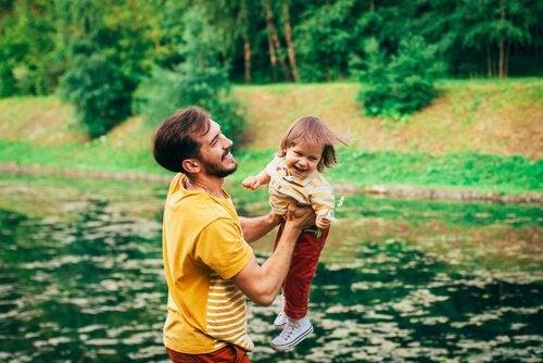 far leger med datter