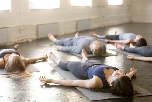 4 simple yogaøvelser til bedre søvn