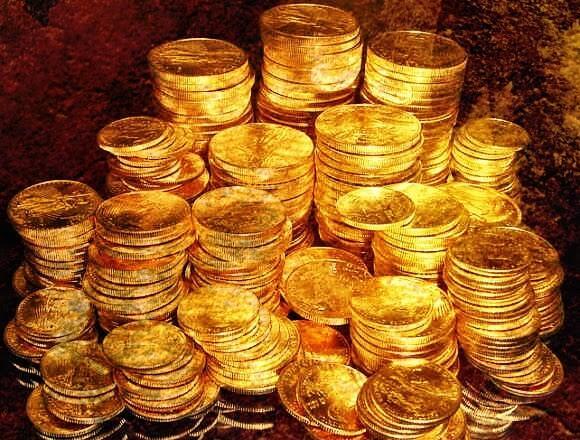 Stakke med guldmønter