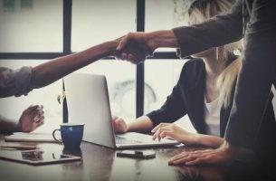 Håndaftryk kan afslutte en handel
