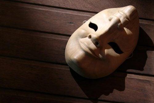Glad og trist maske