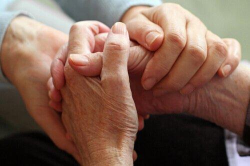 Lad din medfølelse flyde til andre, som disse to ældre mennesker