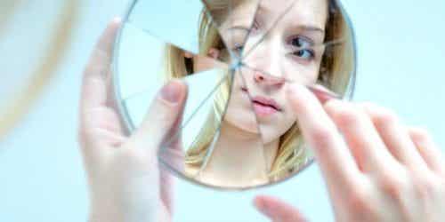 11 tegn på, at du er for selvkritisk