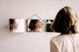 Brug et spejl til at være dig selv mest muligt