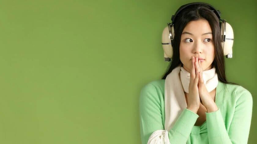 Personer med misofoni bruger ofte høretelefoner i offentligheden