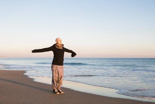 kvinde på stranden