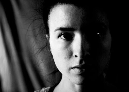 Kvindes ansigt der viser mikroudtryk