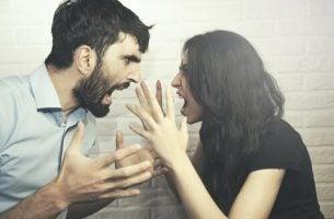 Par oplever intense magtkampe i forhold