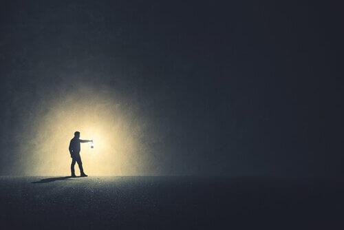 Har vi brug for mørke til at se ting tydeligere?