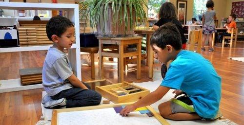 Børn der leger kreativt