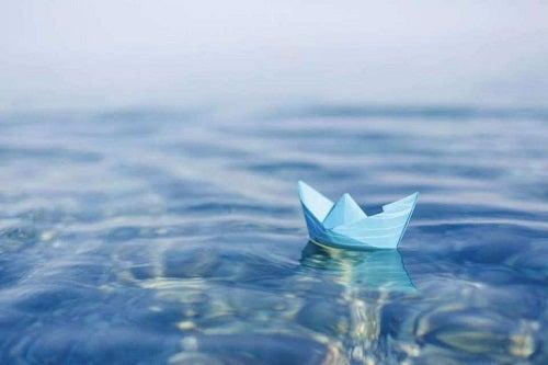 Papirsbåd på vand