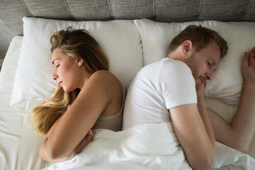 Par i seng er anspændte på grund af gængse sexproblemer