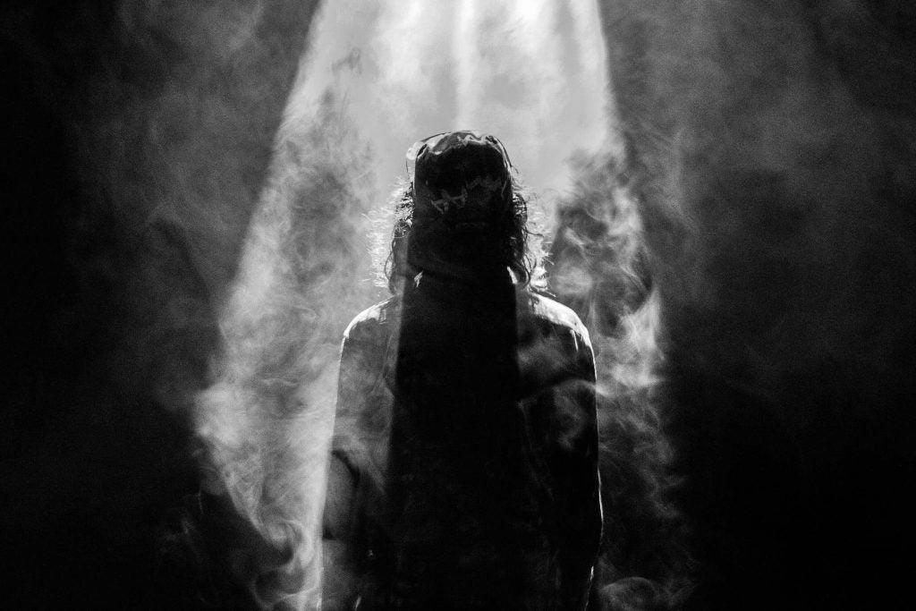 Person i grotte har brug for mørke for at kunne værdsætte lyset