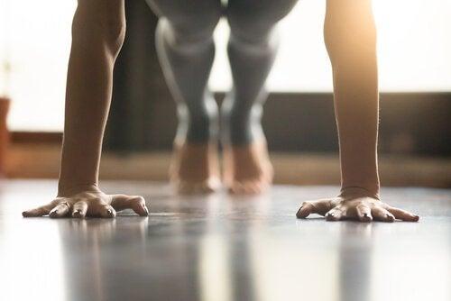 Planken er en god øvelse til at undgå skoliose