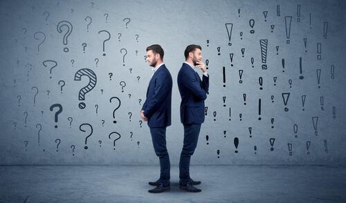 To mænd med ryggen mod hinanden repræsenterer paradoksal kommunikation