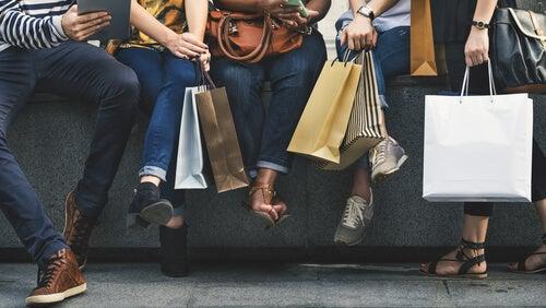 Venner, der bruger shopping til at skjule tristhed