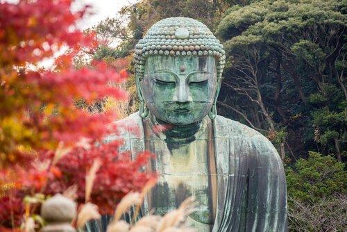 En statue af buddha