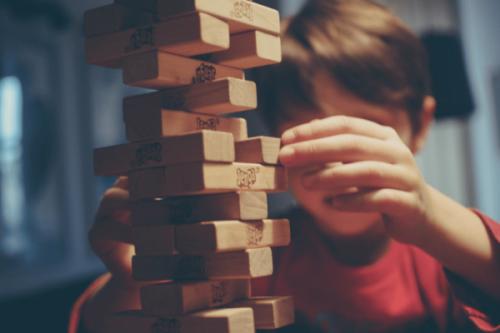 barn med indlæringsvanskeligheder spiller koldsmajor