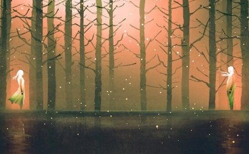 romantisk billede af par i en skov