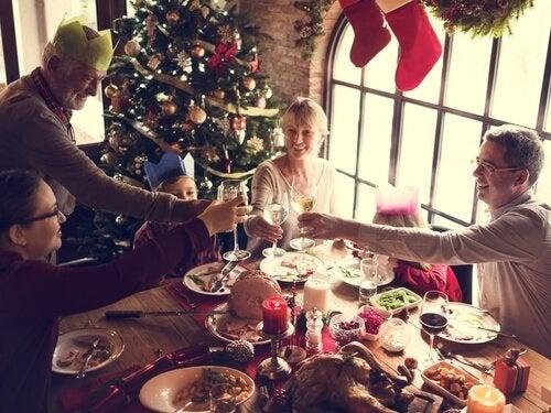 familie, der spiser julemiddag