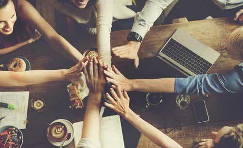 Normer: Hvorfor har vi fælles normer i grupper?