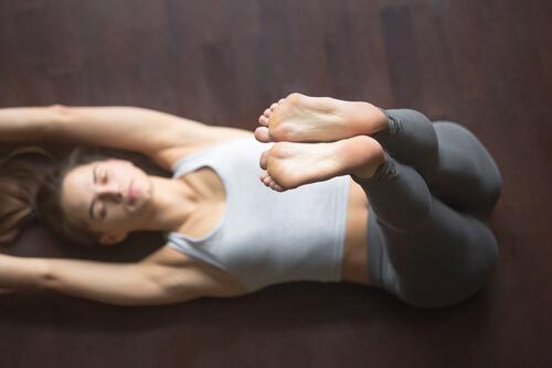 4 simple yogastillinger til bedre søvn