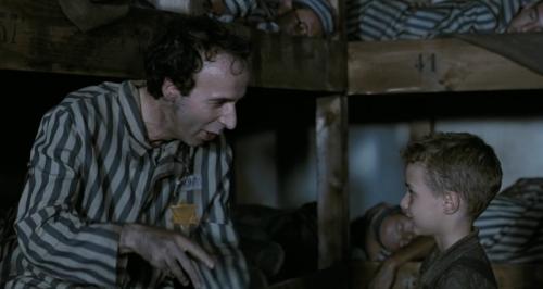 I La Vita e Bella kæmper en far med at holde humøret højt hos sin søn i en nazistisk koncentrationslejr