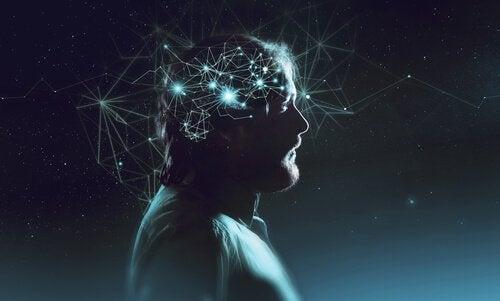 Mand med lys på hovedet