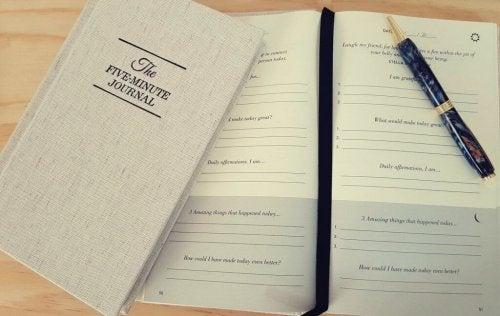 Du kan anvende den originale Five Minute Journal til at blive gladere