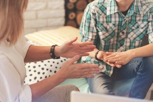 Psykolog med klient oplever overførsel og modoverførsel