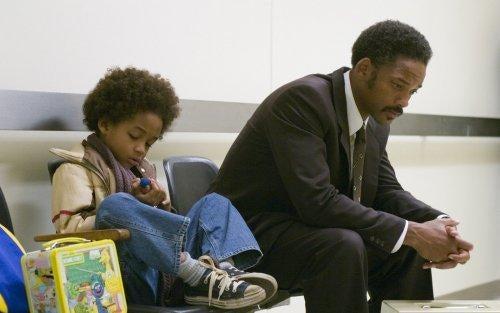 Will Smith spiller Chris Gardner, der forsøger at give sig selv og sin søn et bedre liv
