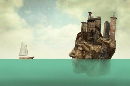 en båd og en ø der også er et hoved
