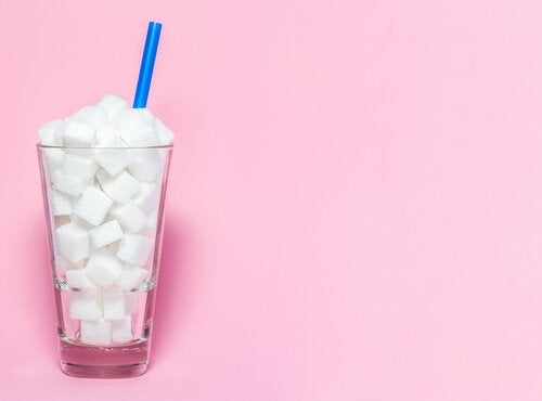 Et glas fyldt med sukkerknalder