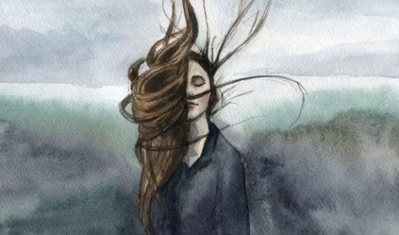 en kvinde, hvis hår blæser i vinden