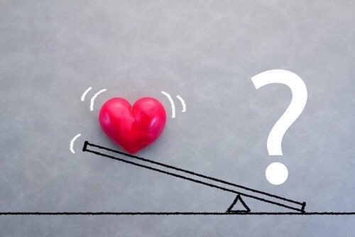 Vægt med et hjerte og spørgsmålstegn