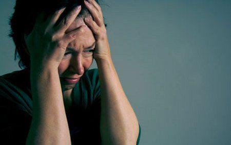 Kvinde oplever angstanfald som følge af at anvende cannabis