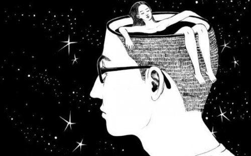 kvinde, der bader i en mands hoved