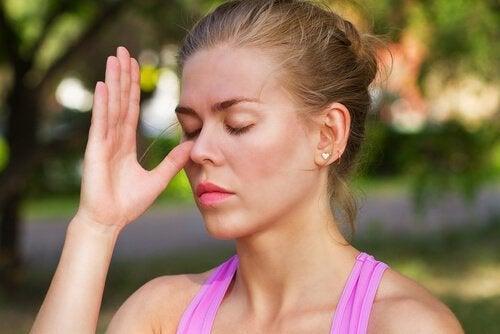 Alternativ vejrtrækning gennem næsen