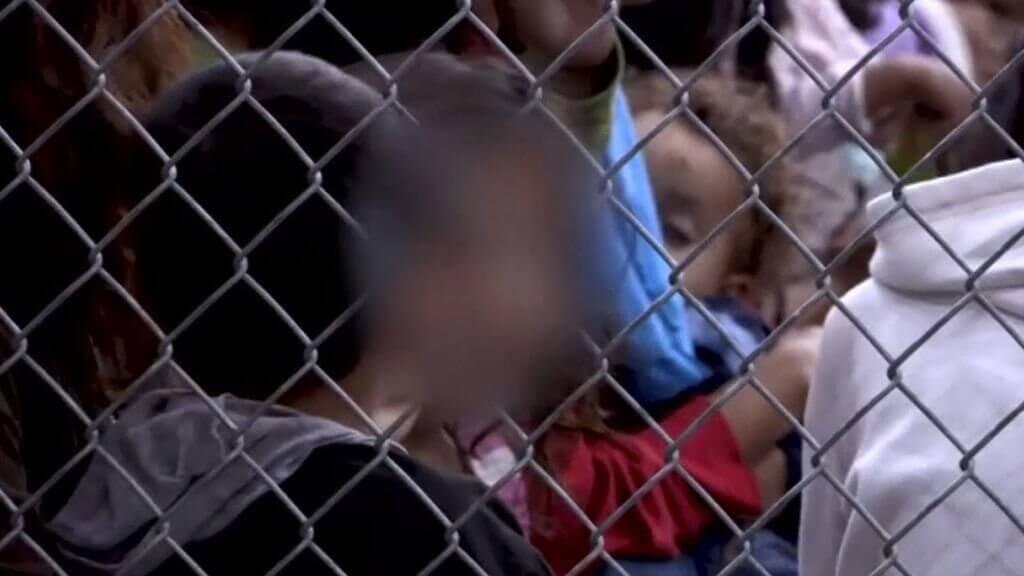 Børn bag hegn oplever smerten ved separation