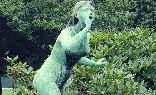 ekko-statue