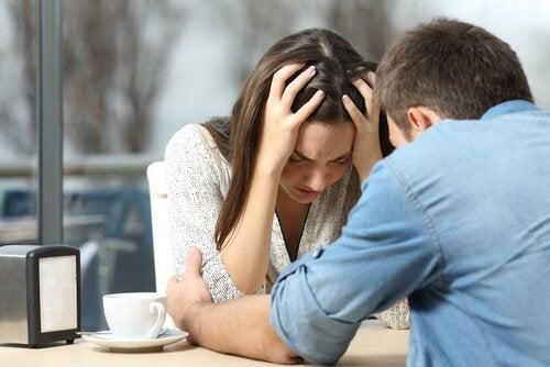 Et par illustrerer, hvordan det er, når vores partner ikke forstår vores depression