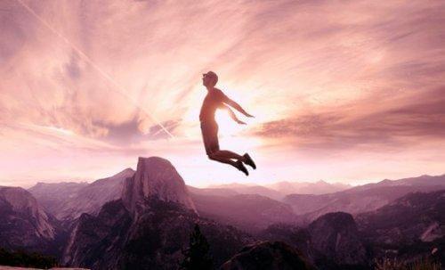 Person hopper over bjerge i kampen om at overkomme modstand mod forandring