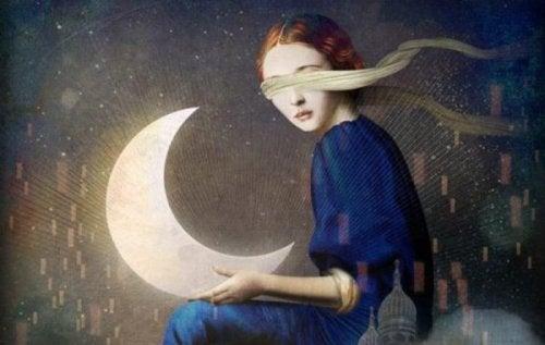 Kvinde med bind for øjnene og måne i hænder