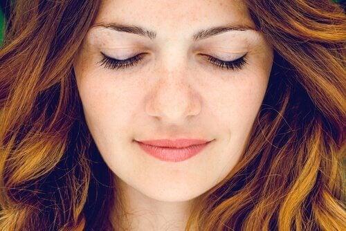 Ansigt af en kvinde i zen