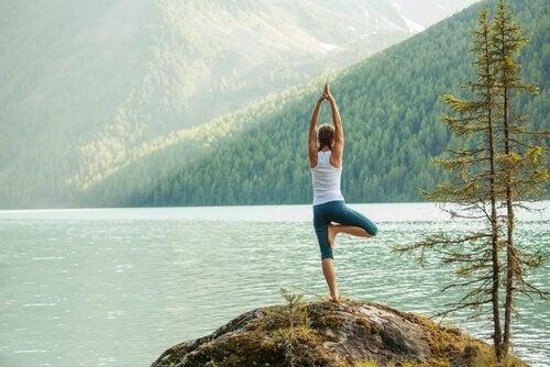 5 nemme yogaøvelser til at kanalisere din energi
