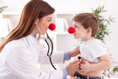 7 imponerende fordele ved latterterapi
