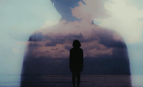 Silhuet af person foran horisont
