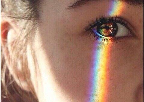 En regnbue på øjet, der repræsenterer æstetisk intelligens