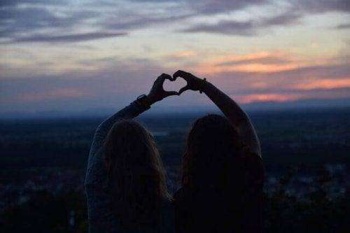 Kærlighed kommer og går, men venskaber varer ved