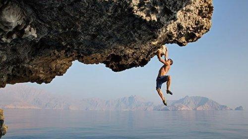 Alex Honnold klatrer helt uden udstyr og sikkerhed